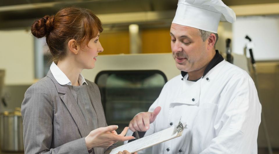 Restaurant employee handbook: 6 Important things to include