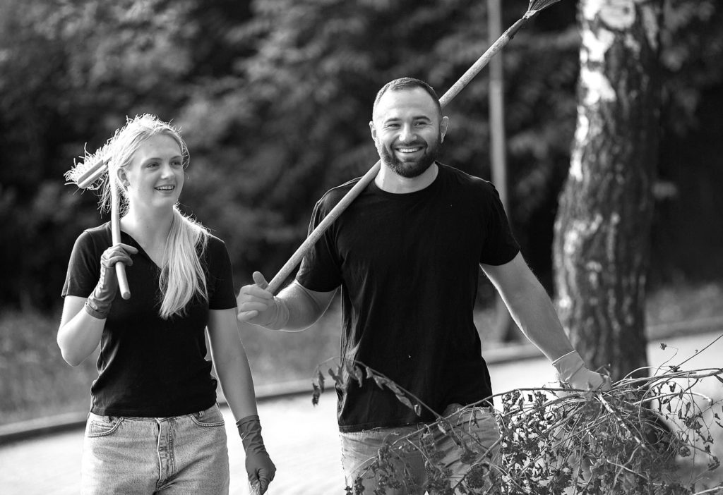 Two colleagues finishing their shifts at an adventure park